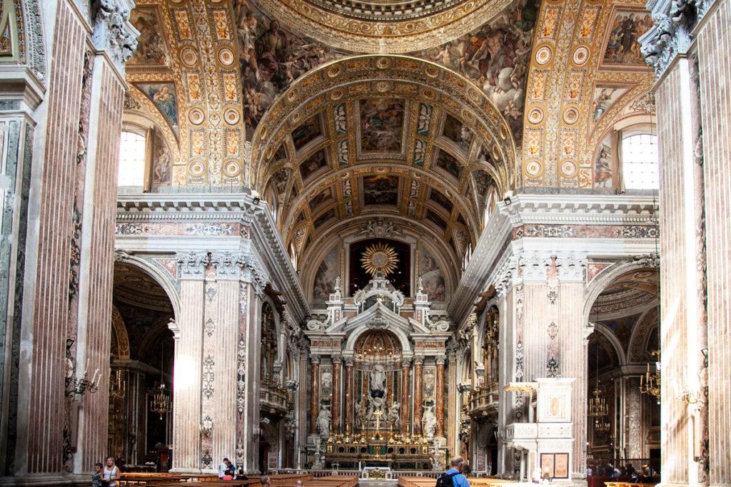 Interni della chiesa del Gesù Nuovo a Napoli - dedicata a Giuseppe Moscati