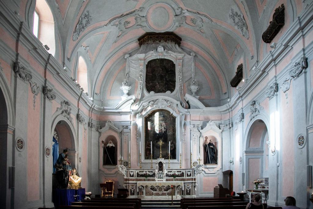 Interni della chiesa di San Benedetto dentro al palazzo municipale