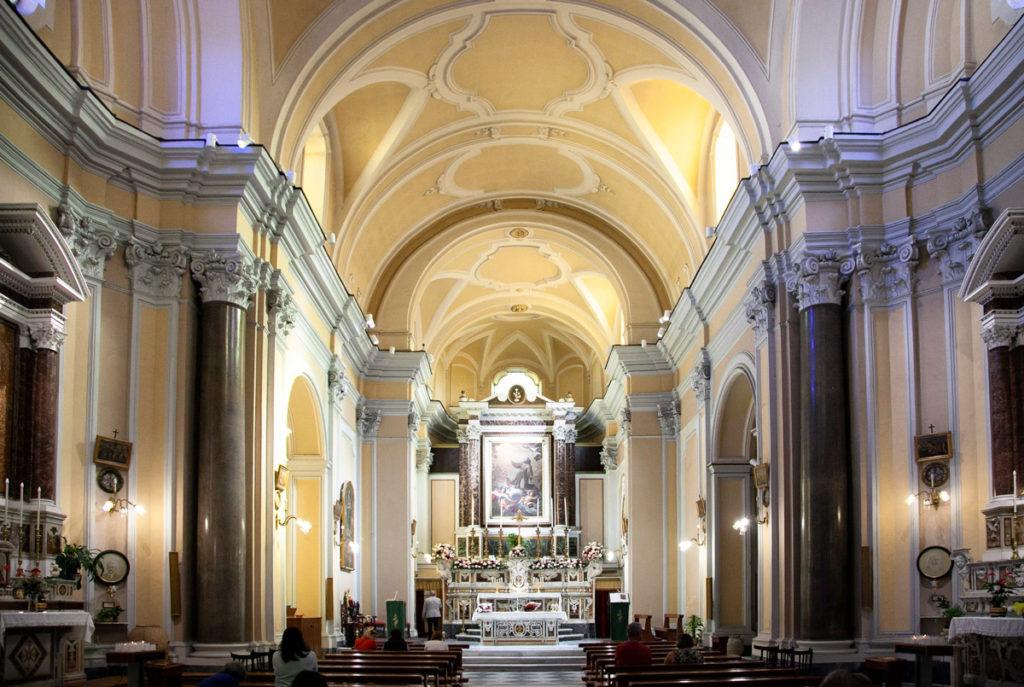 Interni della chiesa di San Francesco a Sorrento