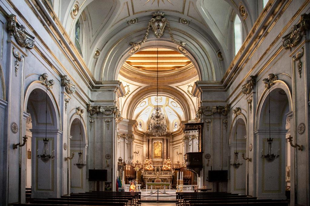 Interni della chiesa di Santa Maria Assunta