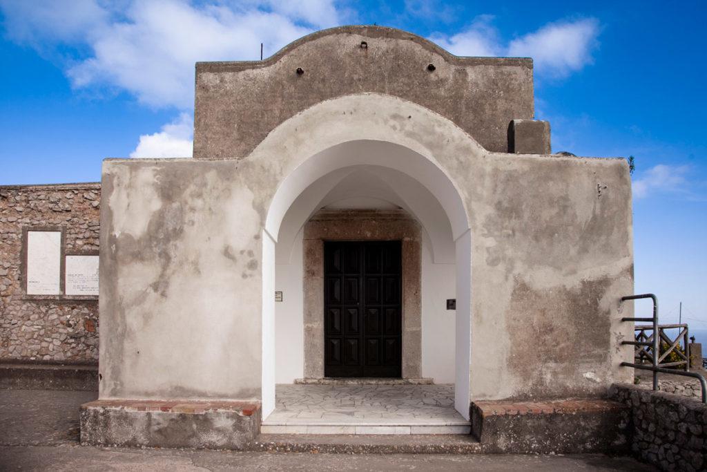 La chiesetta di Villa Jovis
