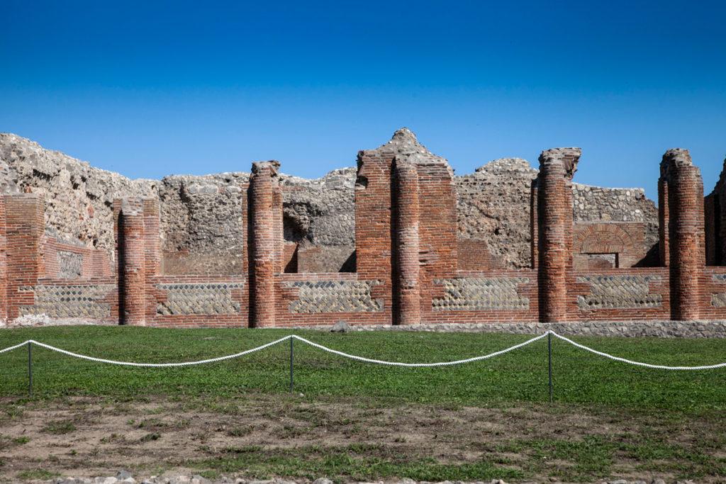 Le colonne delle terme centrali - Cosa vedere a Pompei