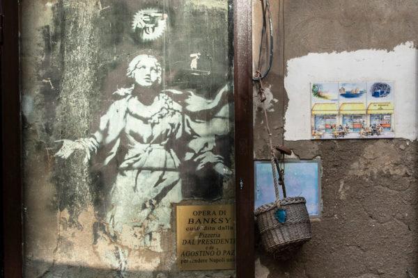 Murales di Banksy a Napoli - Madonna con la pistola e aureola