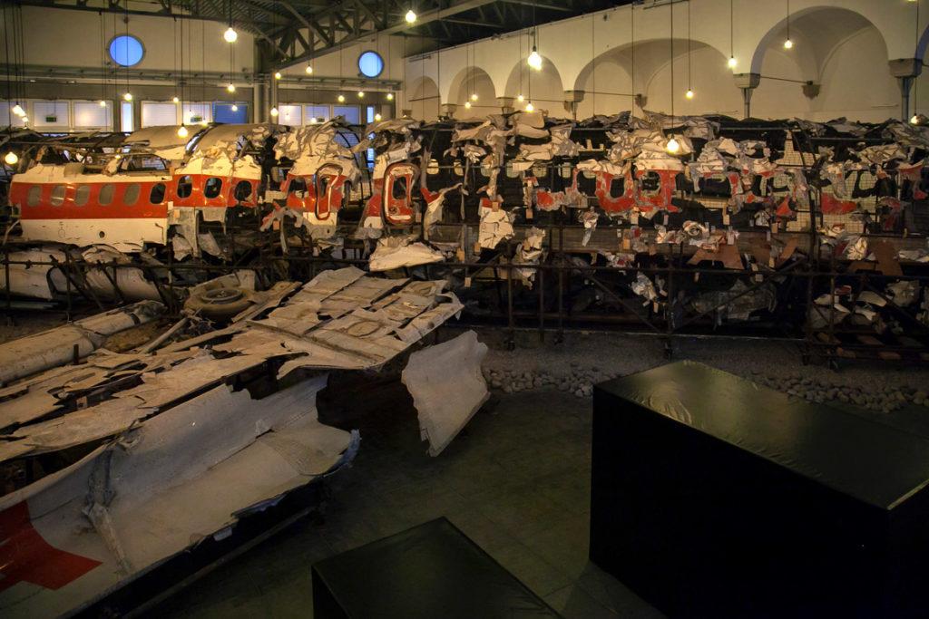 Museo per la Memoria di Ustica - Aereo distrutto e ricomposto e casse con gli effetti personali delle vittime