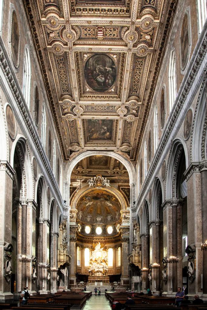 Navata centrale del duomo di Napoli - Cosa vedere in città
