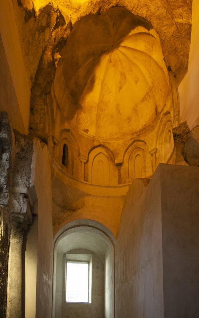 Navata laterale della Basilica del Crocifisso