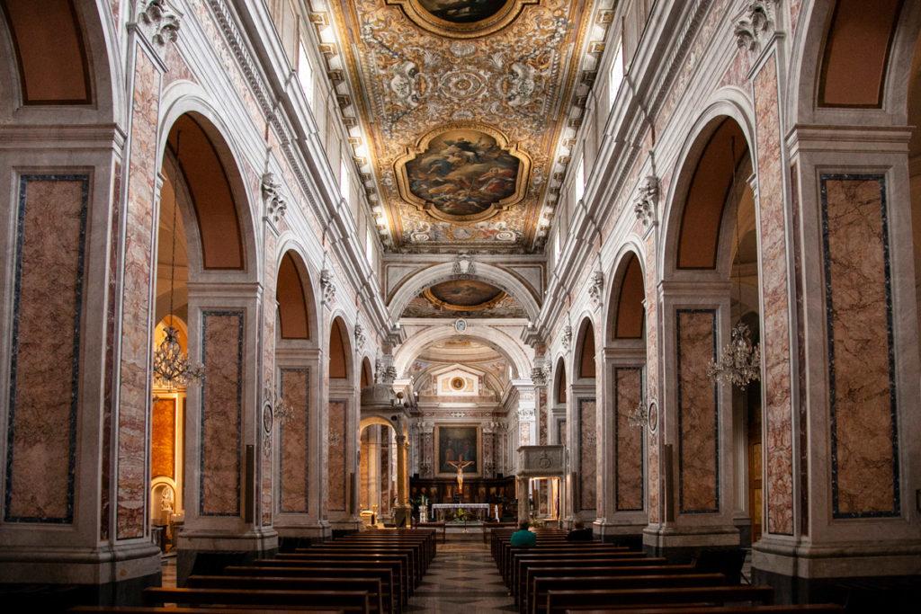 Navata principale della Cattedrale dei Santi Filippo e Giacomo