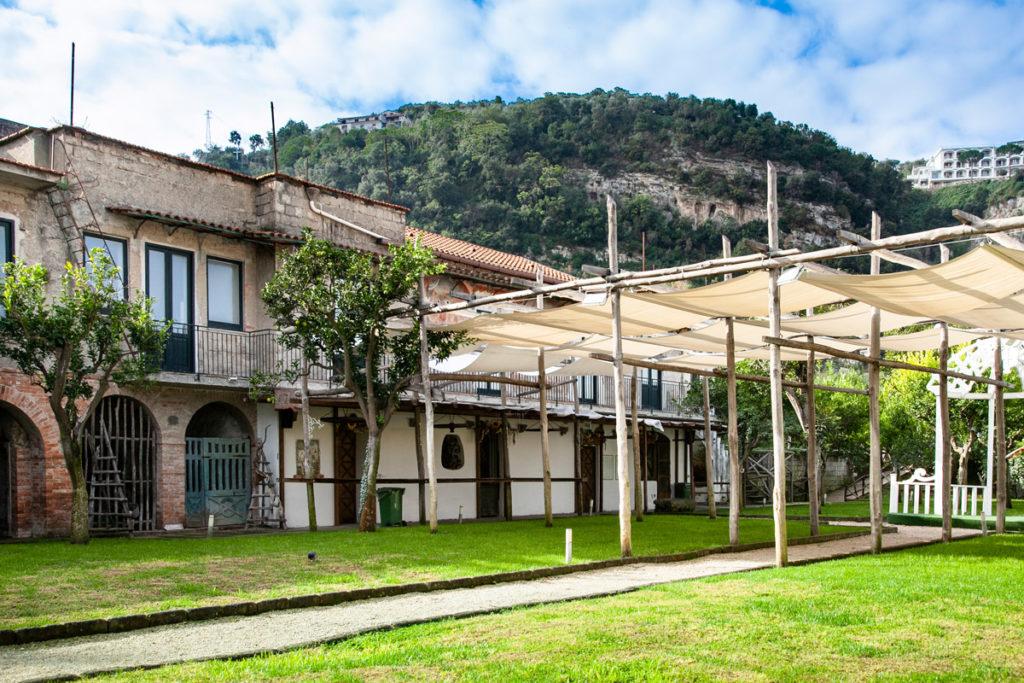 Parco di Villa Fiorentino e edifici sulle mura cittadine di Sorrento