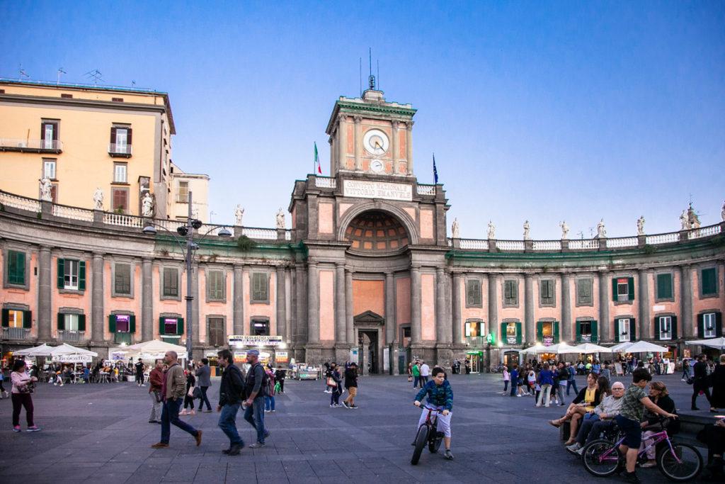 Piazza Dante e Convitto Nazionale Vittorio Emanuele II