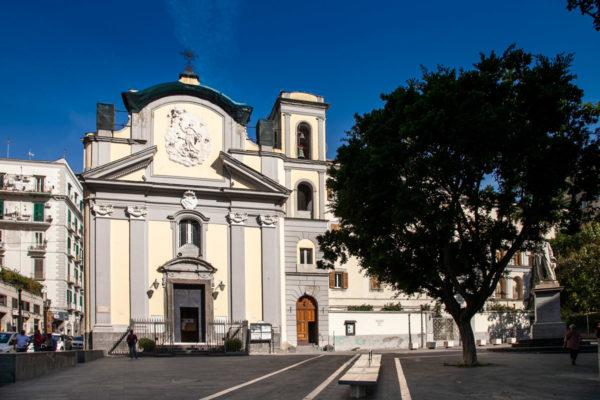 Piazza San Pasquale e Chiesa di San Pasquale a Napoli
