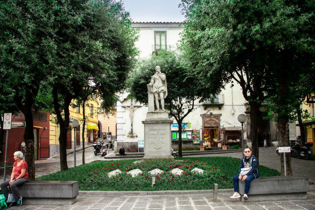 Piazza Torquato Tasso e Statua di Torquato Tasso a Sorrento