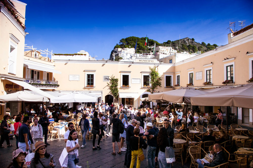 Piazza Umberto I - la Piazzetta di Capri