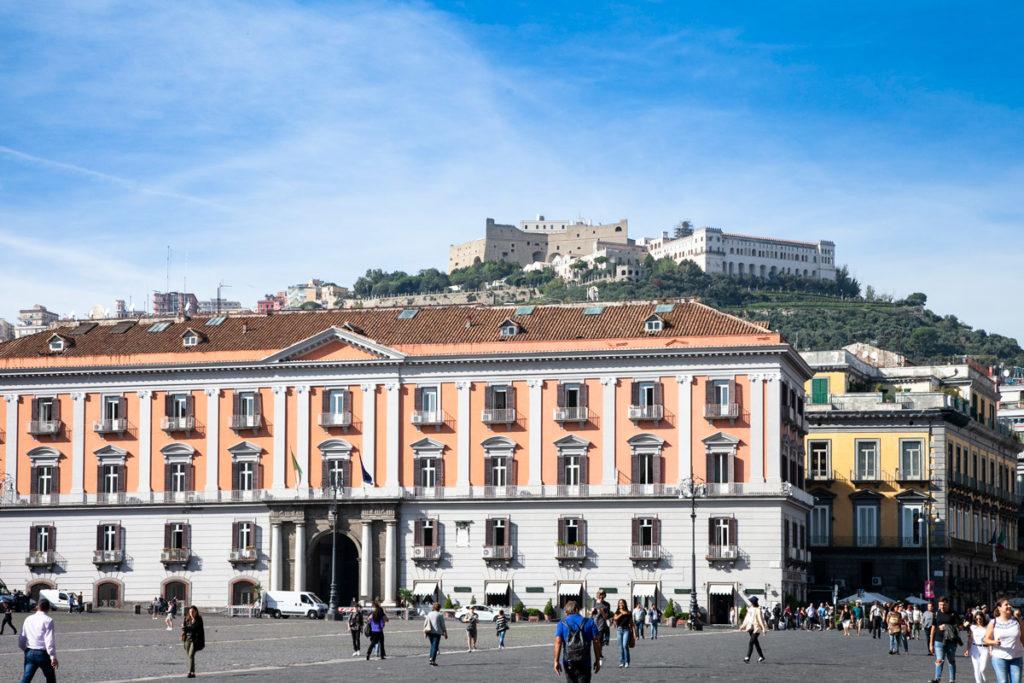 Piazza del Plebiscito e panorama su Castel Sant'Elmo e Certosa di San Martino