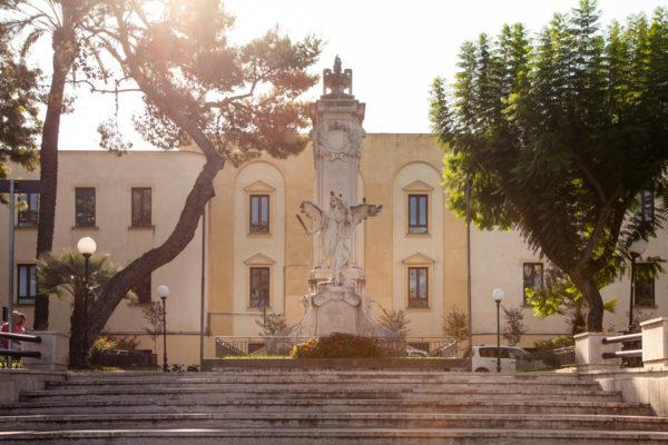 Piazza della Vittoria e monumento ai caduti della prima guerra Mondiale