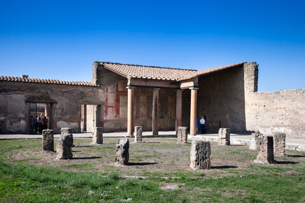 Pompei - Porticato del Macellum