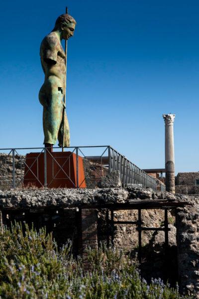 Pompei e statua di ingresso