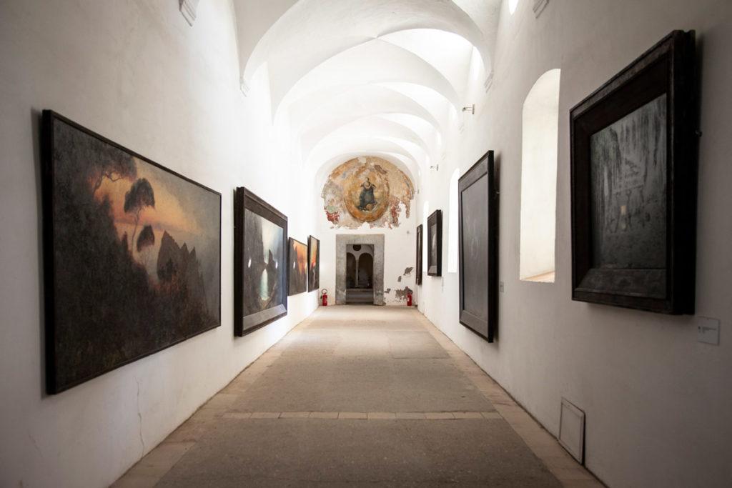 Quadri di Karl Diefenbach lungo i muri della Certosa