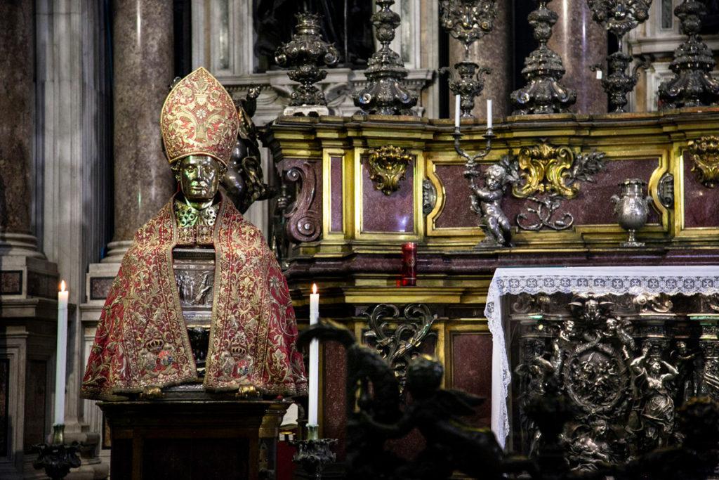 Reliquiario di San Gennaro dentro al duomo di Napoli