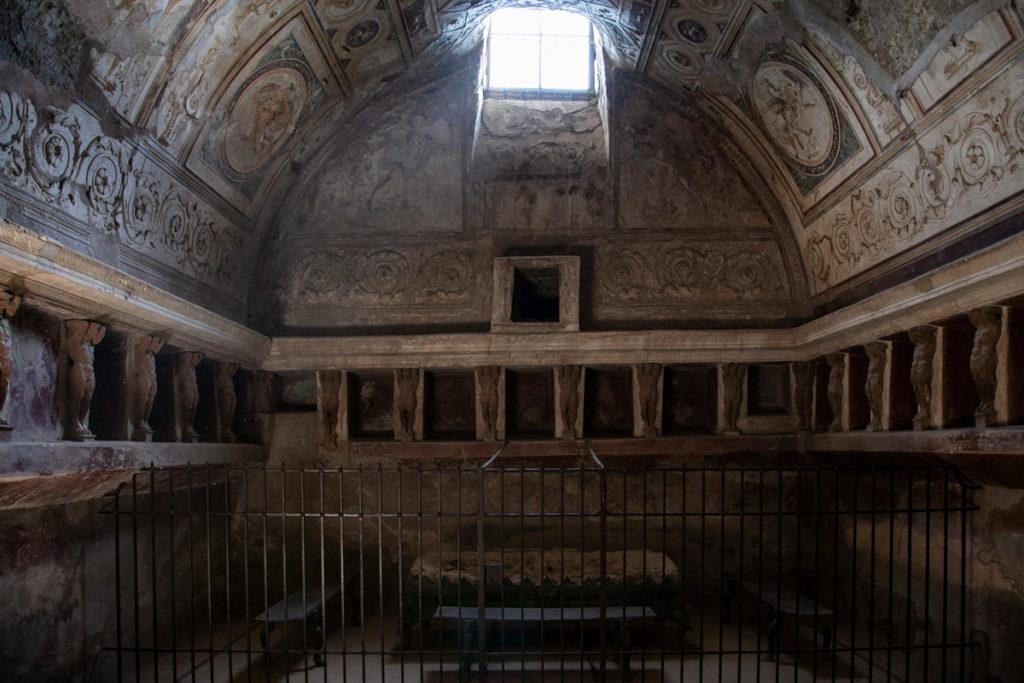 Ricche decorazioni nelle terme del foro di Pompei