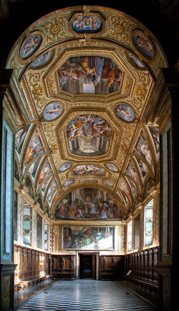 Sale della Sacrestia della Certosa di San Martino - Ricchi affreschi e scranni in legno