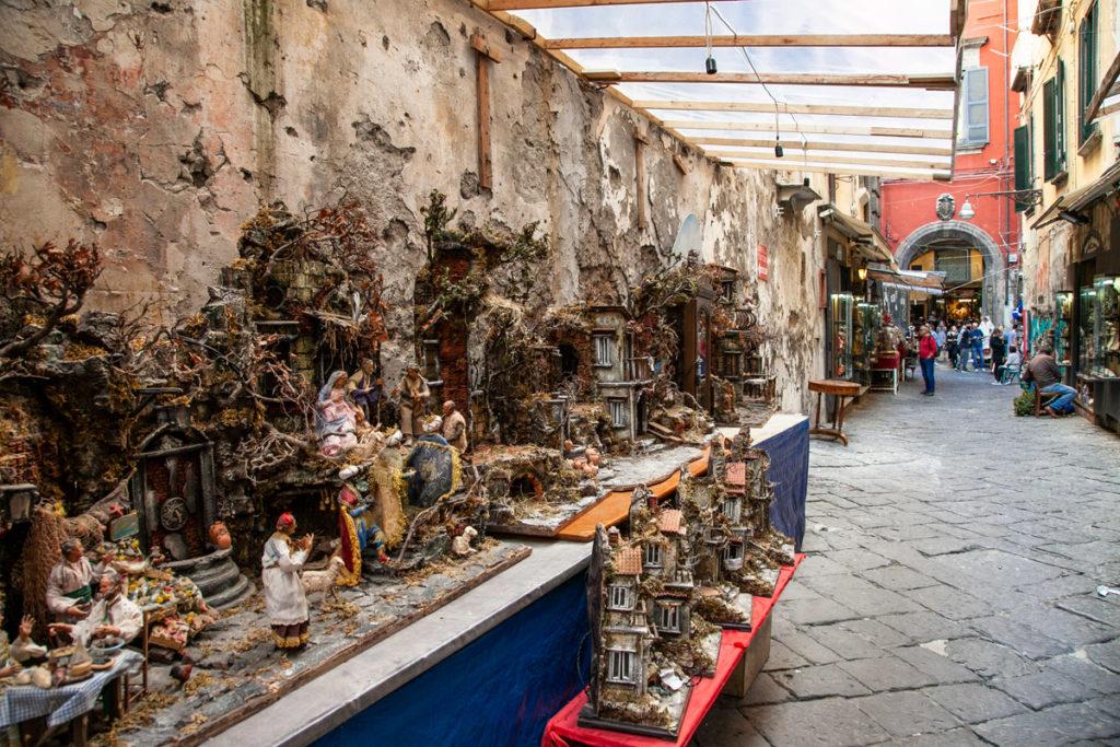 San Gregorio Armeno e le botteghe degli artigiani del presepe - Napoli