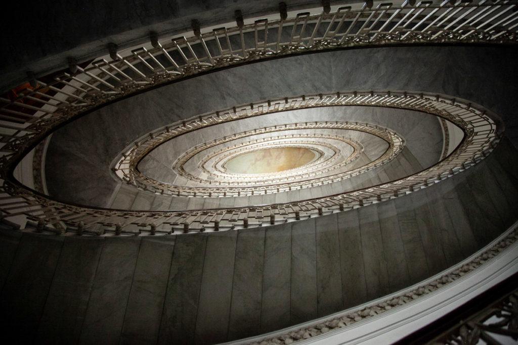 Scalinata Ellittica nel Palazzo Mannajuolo di Napoli - Edificio Liberty