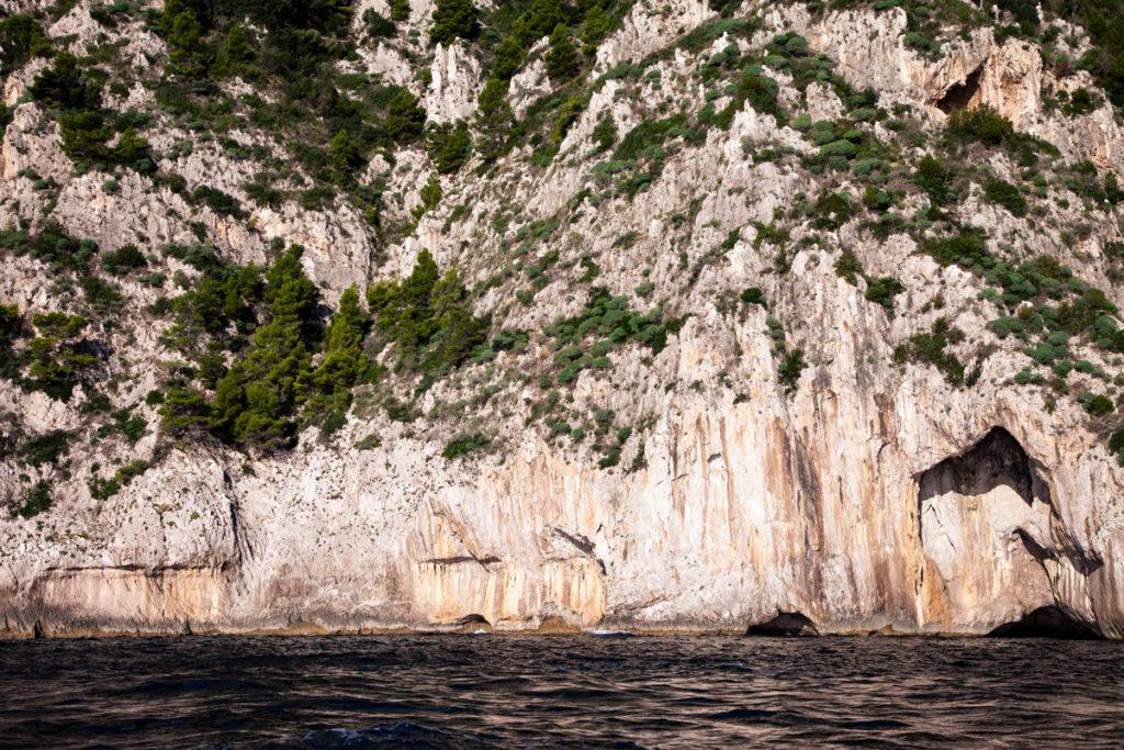 Scogliere di Capri visibili dal giro in barca
