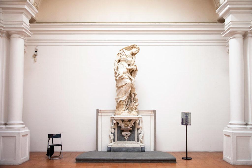 Sculture e arte allestite dentro alla Certosa di San Martino - Cosa vedere a Napoli