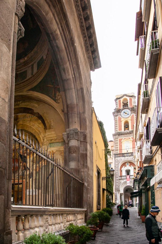 Sedile Dominova e Campanile del Duomo