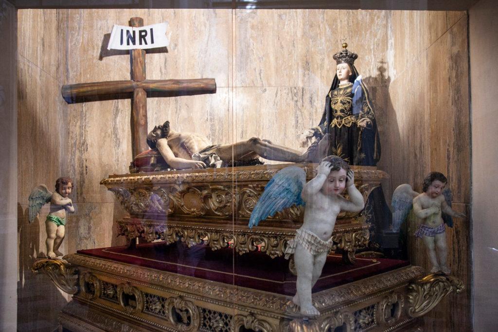 Statue nelle cappelle della Cattedrale di Sant'Andrea