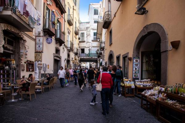 Via Lorenzo d Amalfi - strada principale del centro storico