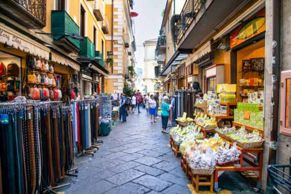 Via San Cesareo - antico decumano di Sorrento - Souvenir e Negozietti
