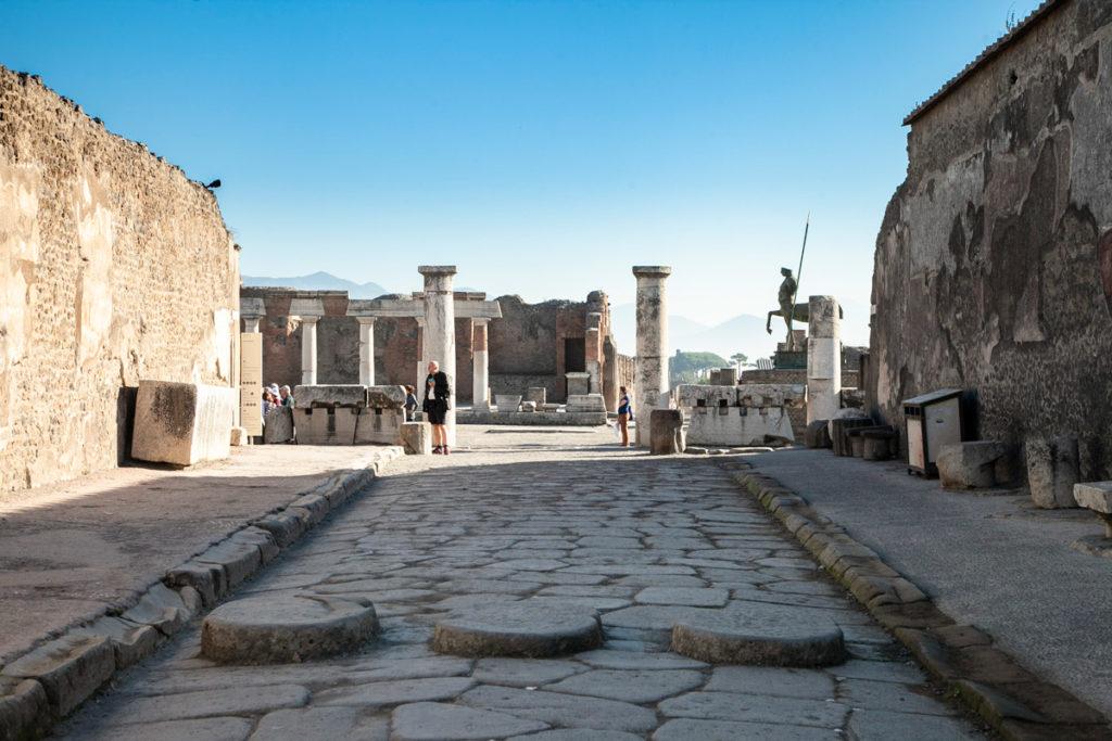 Via antica di Pompei che conduce al foro