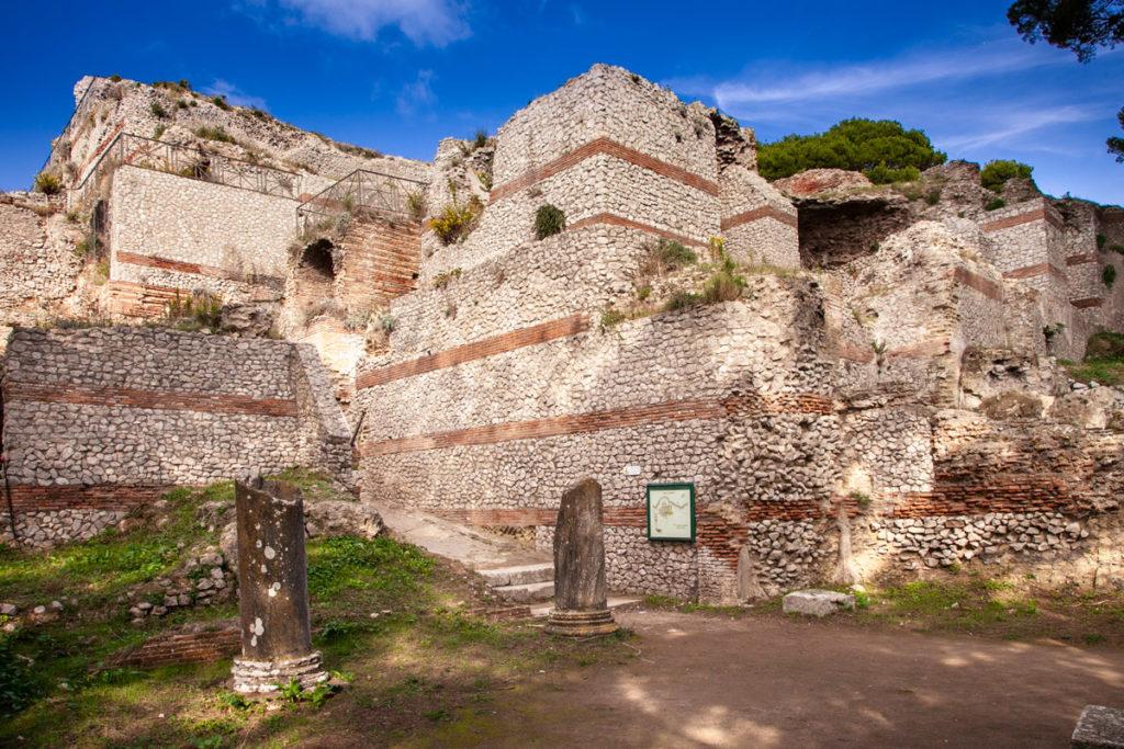 Villa Jovis - Colonne di ingresso alla villa dell'imperatore Tiberio