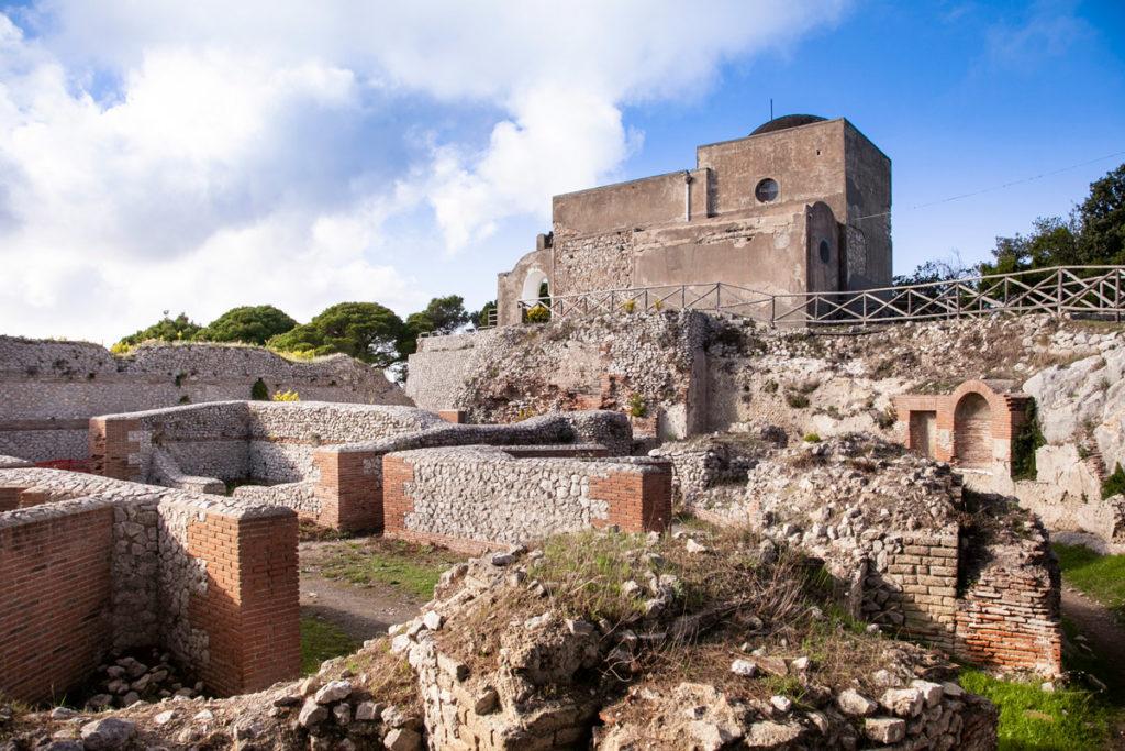 Villa Jovis e la sua chiesetta - Resti Archeologici