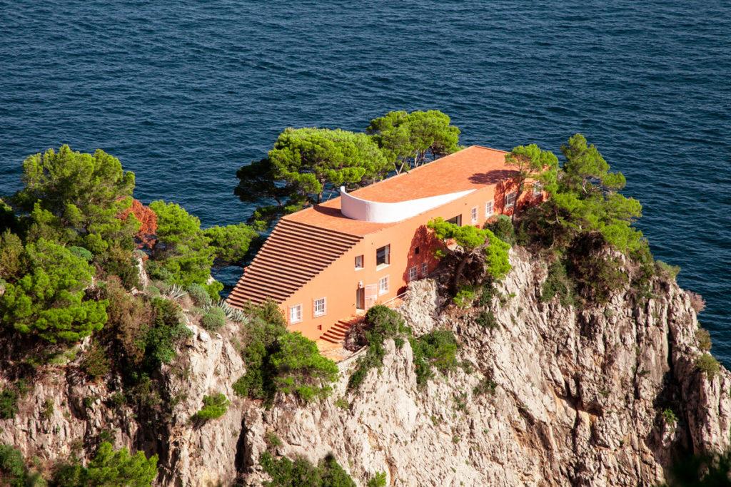 Villa Malaparte di Capri vista dalla passeggiata del Pizzolungo
