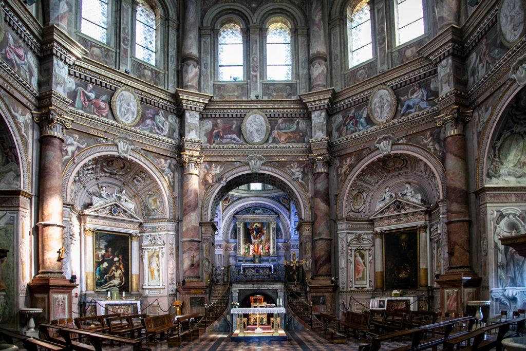 Altari e interni del Santuario di Santa Maria della Croce