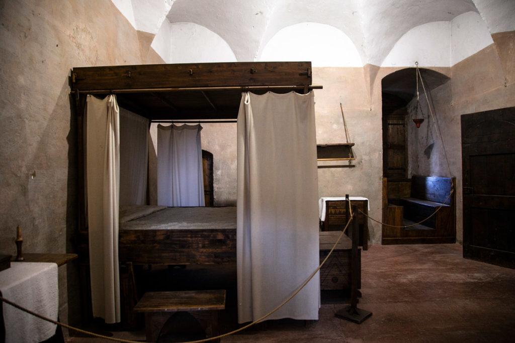 Camera da letto della torre del Capitano della rocca sforzesca