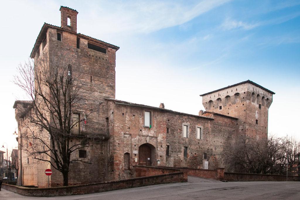 Castello Visconteo di Romano di Lombardia - Torre del XIII secolo ingresso e torre viscontea