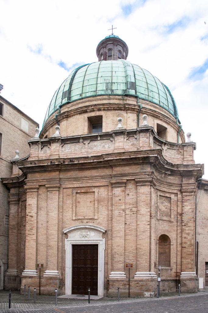 Chiesa dei Santi Pellegrino e Teresa in piazza del Senato - Cosa vedere ad Ancona