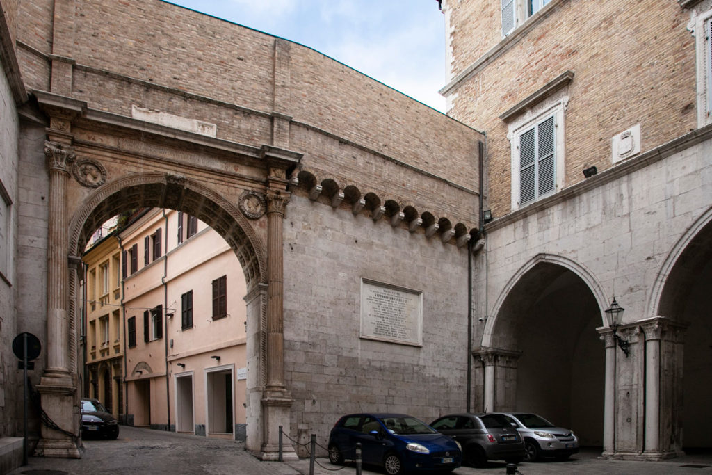 Cortile del palazzo del Governo e Arco di Uscita - Ancona