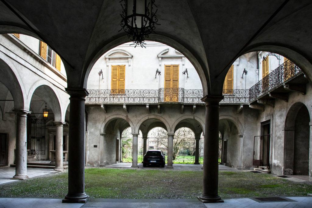Cortile interno di palazzo Vimercati Sanseverino