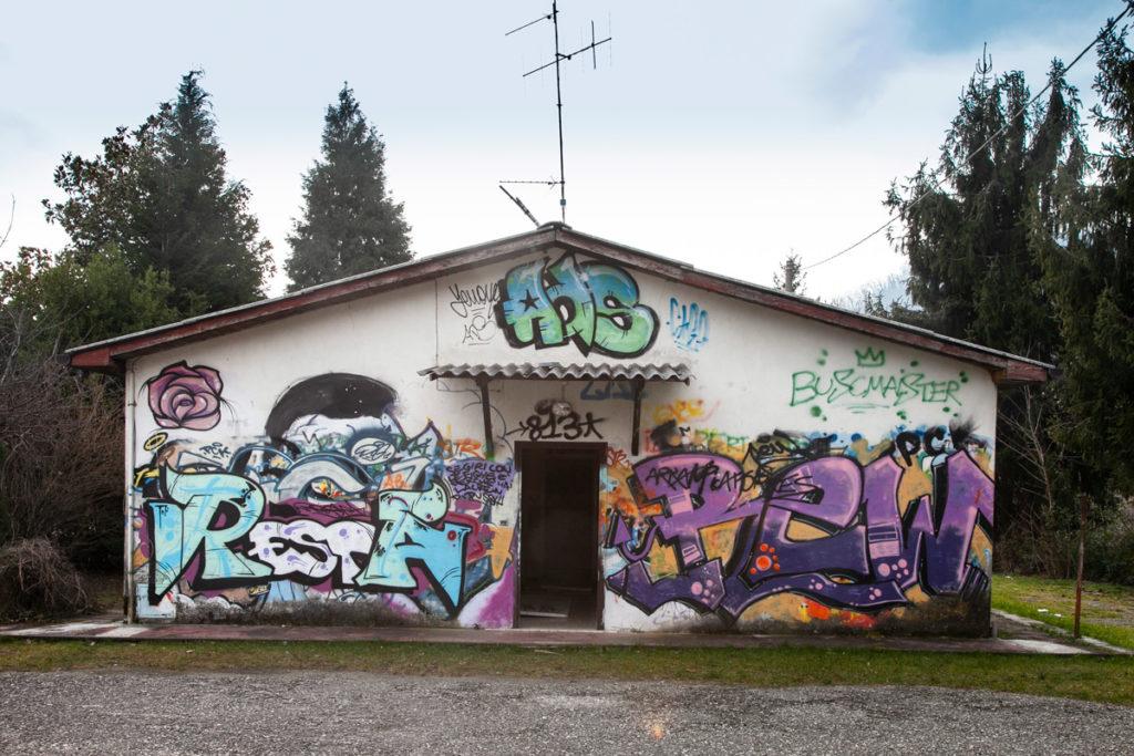 Edifici Abbandonati e riempiti di murales