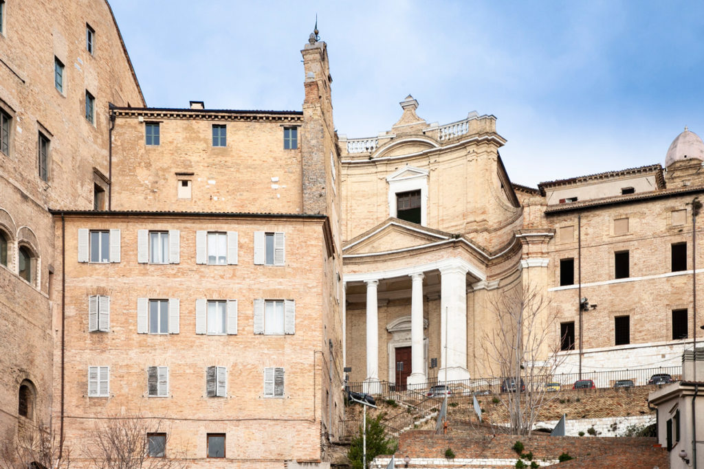 Facciata della chiesa del Gesù dietro al palazzo degli Anziani - Ancona