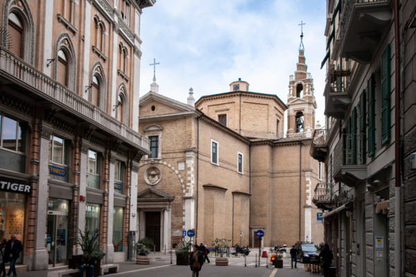 Facciata della chiesa del Santissimo Sacramento di Ancona visto da Corso Garibaldi