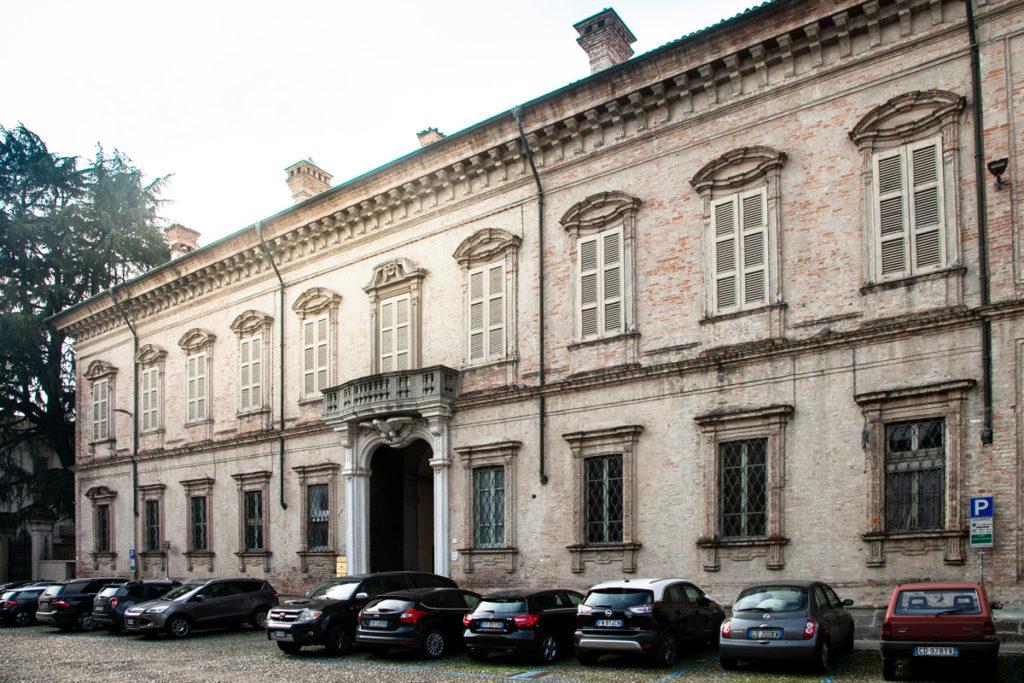Facciata di palazzo Patrini Pozzali in piazza Premoli - Cosa vedere a Crema