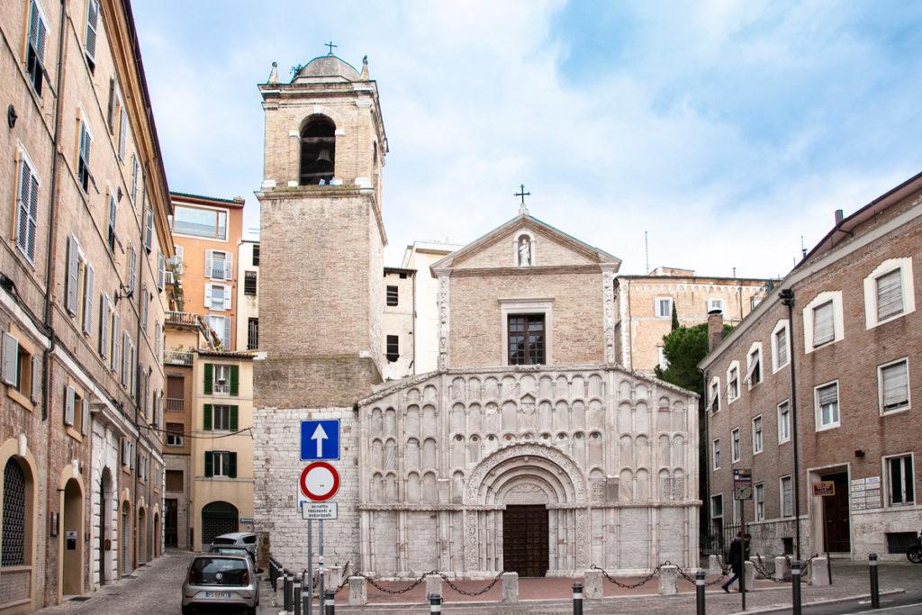 Facciata e campanile della chiesa di Santa Maria della Piazza ad Ancona