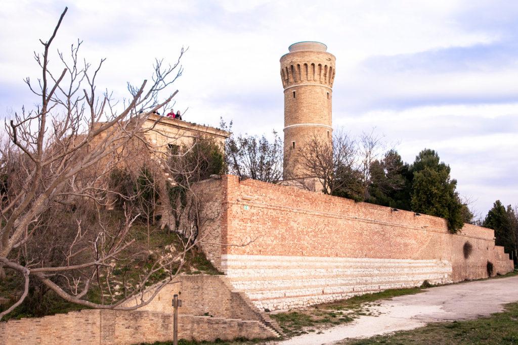 Faro Ottocentesco dentro al Parco del Cardeto