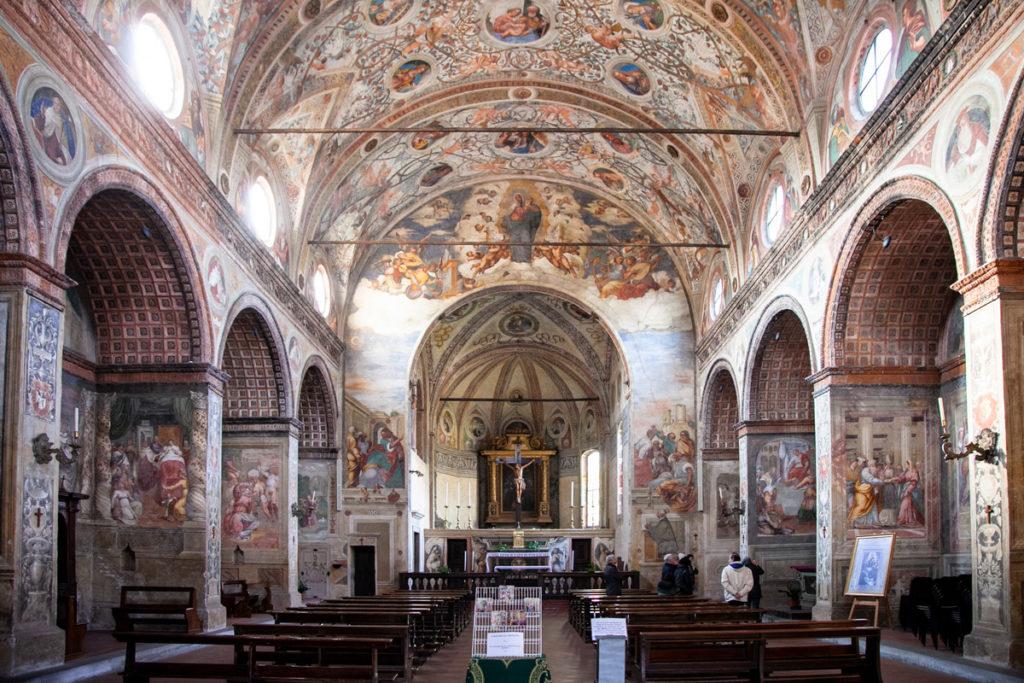 Interni affrescati della chiesa di Santa Maria delle Grazie