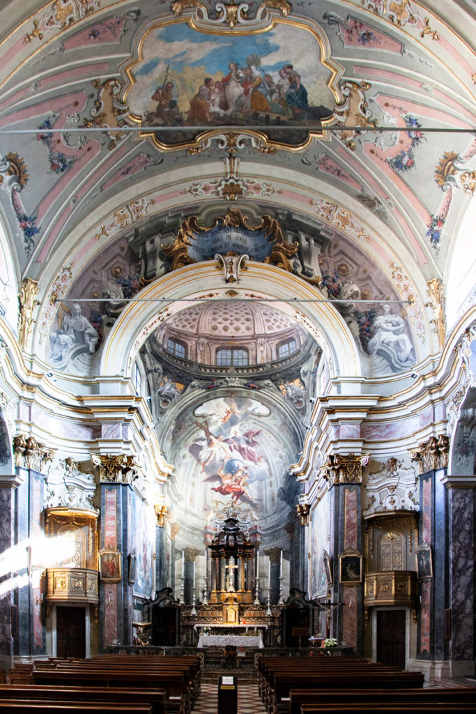 Interni della chiesa della Santissima Trinità a Crema